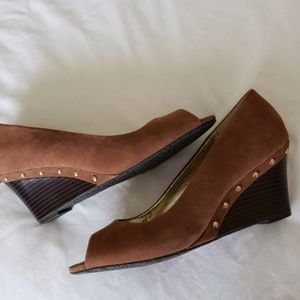 brown open toe wedges